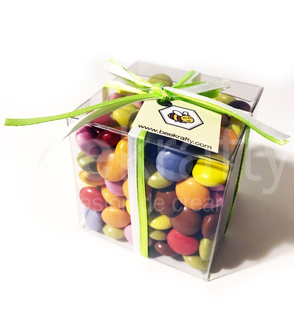 Caja con chocolates de colores